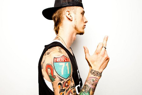 Machine Gun Kelly Rapper Reveals Why He S So Influenced By Metal